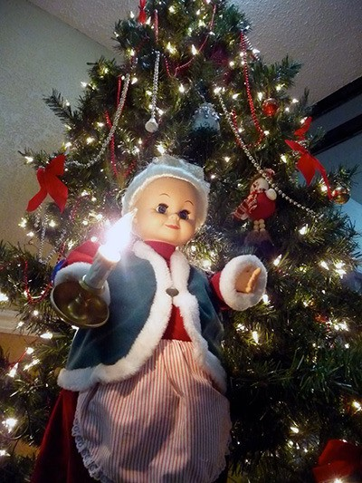 holiday horrors share your ugliest christmas decorations - Creepy Christmas Decorations