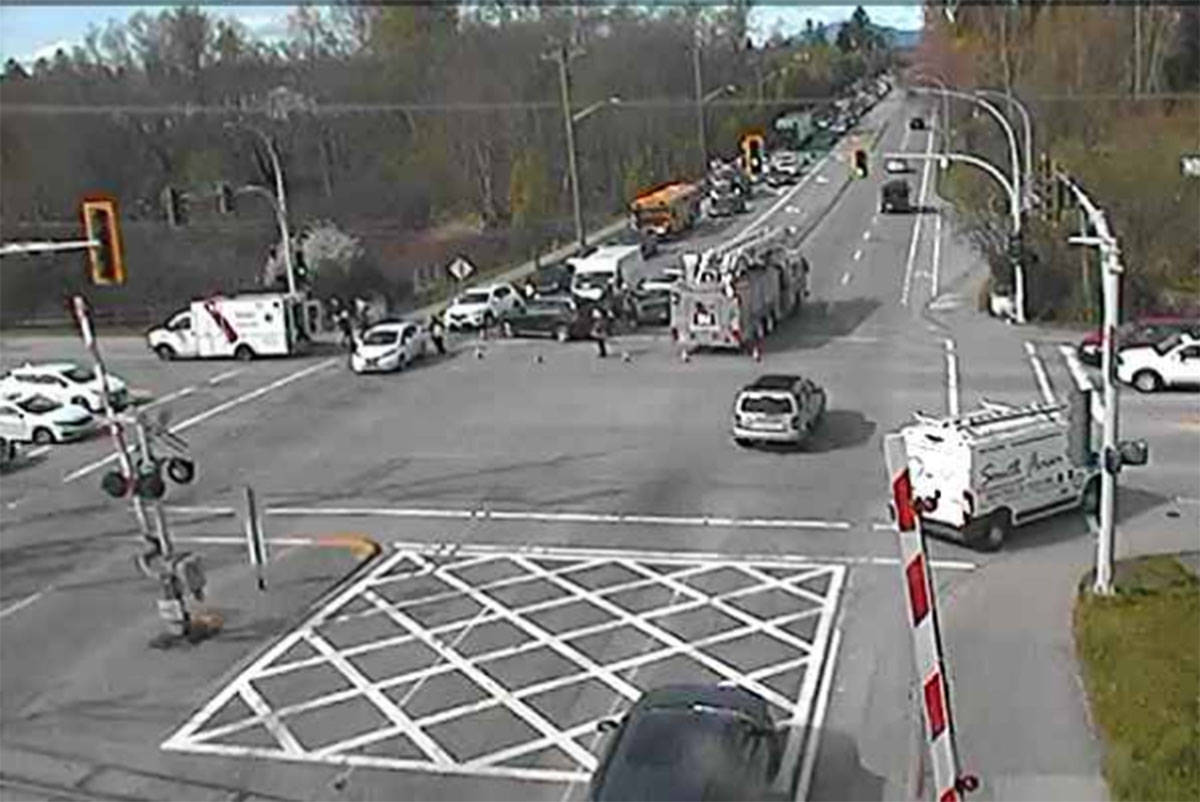 Afternoon crash at 64th Avenue and 152nd Street expected to snarl